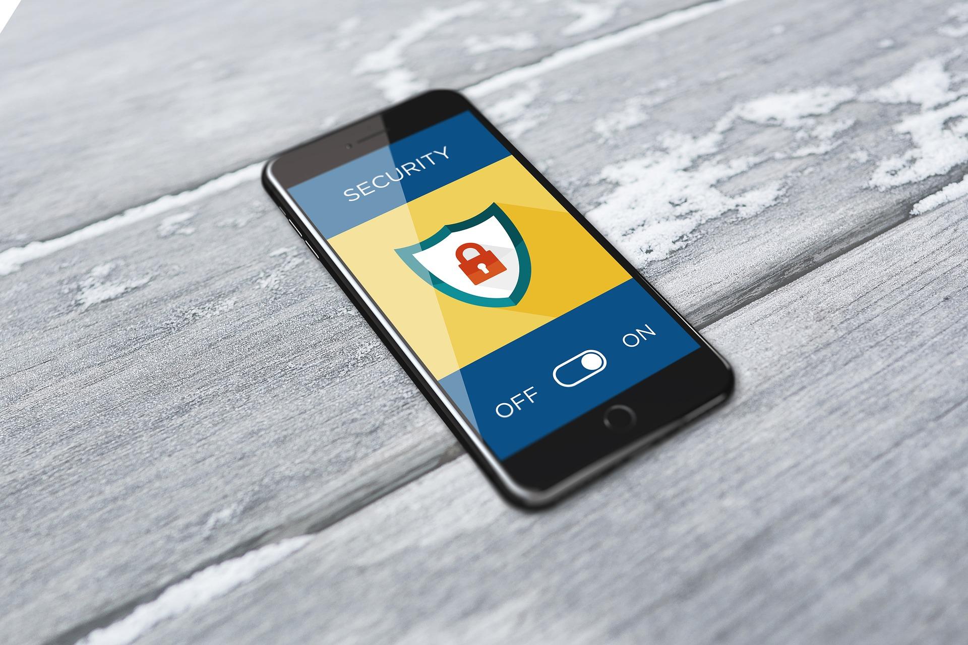 Le 4 regole per non farsi spiare lo smartphone.