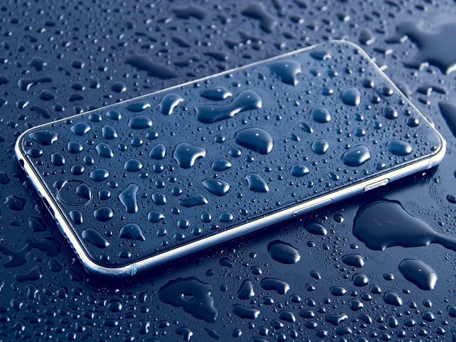 Cellulare caduto in acqua